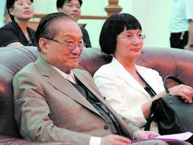 Sự nghiệp thành công vang dội nhưng cuộc đời của đệ nhất  tiểu thuyết gia võ hiệp Kim Dung lại đầy bi kịch  - Ảnh 3.