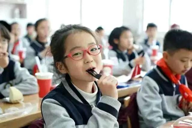 Cô bé Trung Quốc gây xôn xao với bài văn không cần vào Harvard: Có lẽ, sống hạnh phúc mới là điều quan trọng nhất - Ảnh 1.
