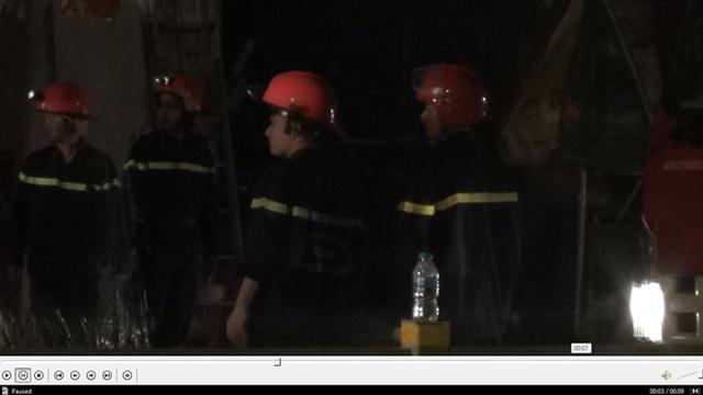 Quán bar ở TP HCM bốc cháy dữ dội lúc rạng sáng  - Ảnh 3.
