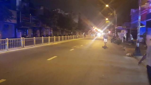 Quán bar ở TP HCM bốc cháy dữ dội lúc rạng sáng  - Ảnh 7.