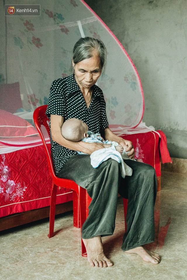 Cuộc sống của 2 đứa trẻ mất bố mẹ sau vụ cháy lớn ở Đê La Thành: Con chỉ biết pha sữa chứ không dám bế em, sợ em ngã - Ảnh 8.