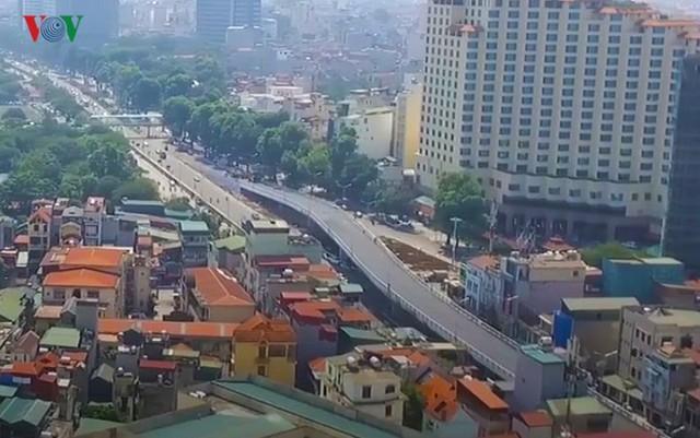Toàn cảnh cầu vượt hơn 300 tỷ đồng ở Hà Nội sắp khánh thành - Ảnh 2.
