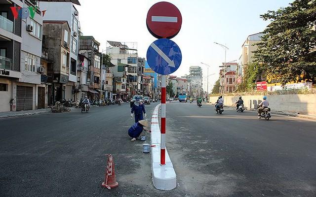 Toàn cảnh cầu vượt hơn 300 tỷ đồng ở Hà Nội sắp khánh thành - Ảnh 11.