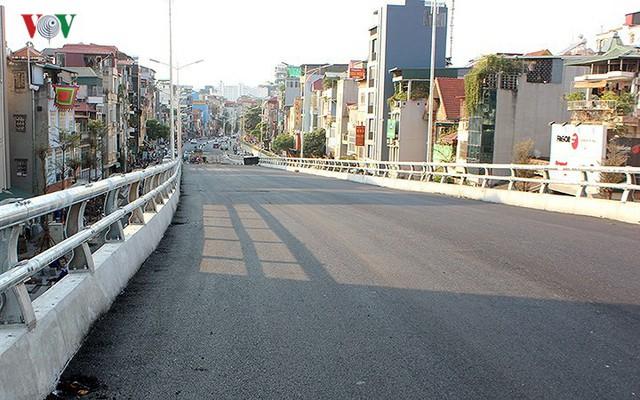Toàn cảnh cầu vượt hơn 300 tỷ đồng ở Hà Nội sắp khánh thành - Ảnh 16.