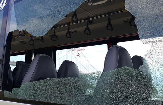 Chủ tịch Đà Nẵng yêu cầu điều tra vụ 2 xe buýt bị đập phá   - Ảnh 3.