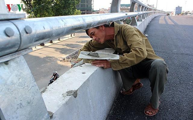 Toàn cảnh cầu vượt hơn 300 tỷ đồng ở Hà Nội sắp khánh thành - Ảnh 6.