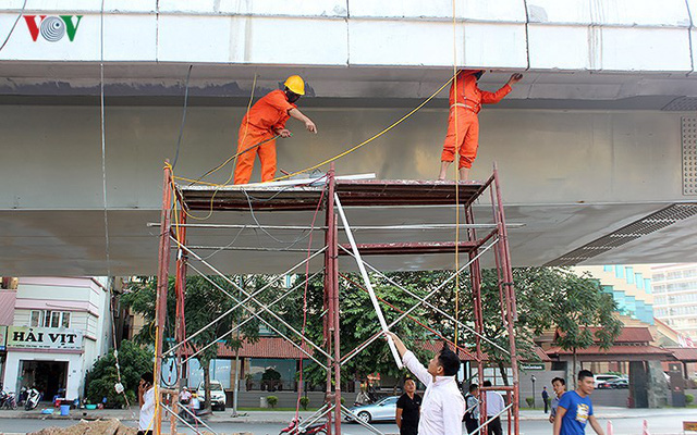 Toàn cảnh cầu vượt hơn 300 tỷ đồng ở Hà Nội sắp khánh thành - Ảnh 8.