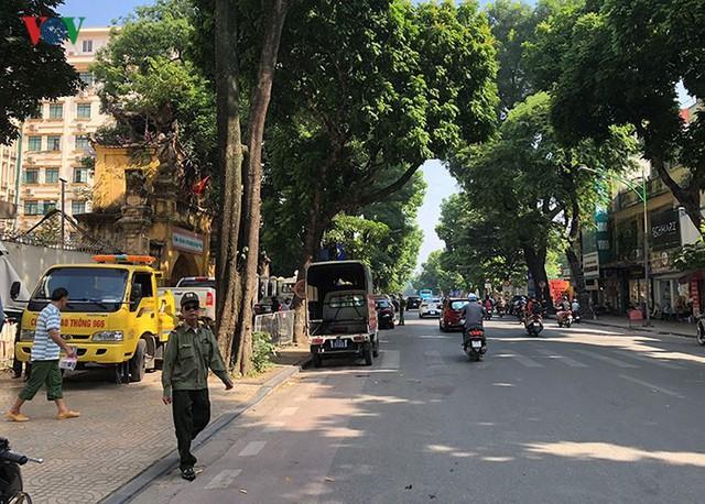 Ảnh: Nhiều trụ sở cơ quan Nhà nước quan trọng ở Hà Nội bị ô tô quây kín - Ảnh 14.