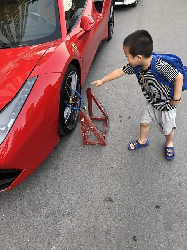 Hình ảnh siêu xe đắt đỏ bị xích bánh giữa phố gây chú ý trên mạng xã hội - Ảnh 3.