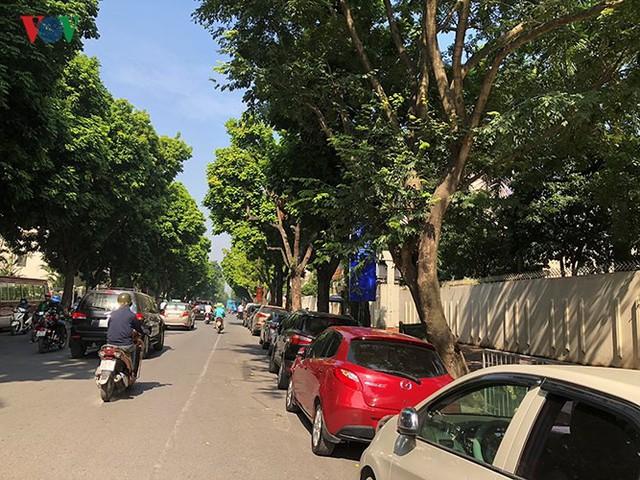 Ảnh: Nhiều trụ sở cơ quan Nhà nước quan trọng ở Hà Nội bị ô tô quây kín - Ảnh 4.
