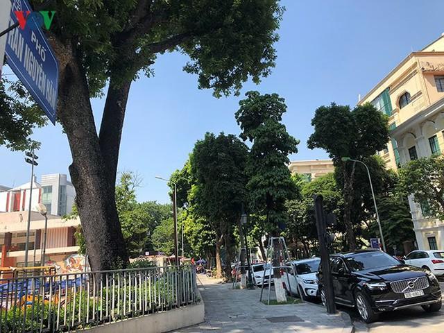 Ảnh: Nhiều trụ sở cơ quan Nhà nước quan trọng ở Hà Nội bị ô tô quây kín - Ảnh 9.