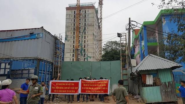 TPHCM dỡ tầng xây 'chui' dự án Tân Bình Apartment - Ảnh 2.