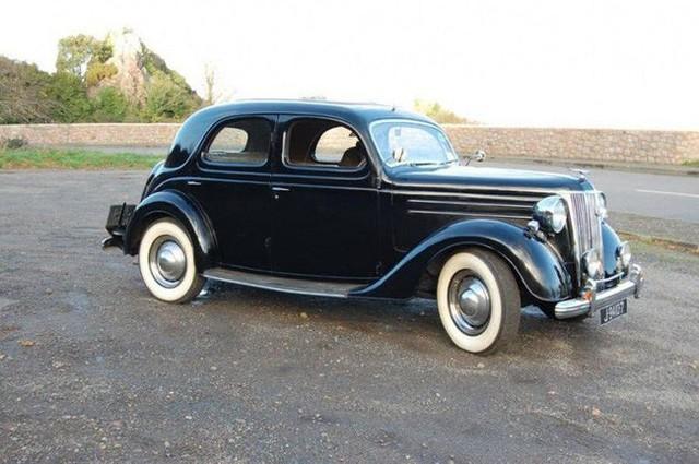 Có một sự thật bất ngờ là Nữ hoàng không có bằng lái xe nhưng bộ sưu tập xe hơi của bà khiến nhiều người phải choáng ngợp - Ảnh 14.