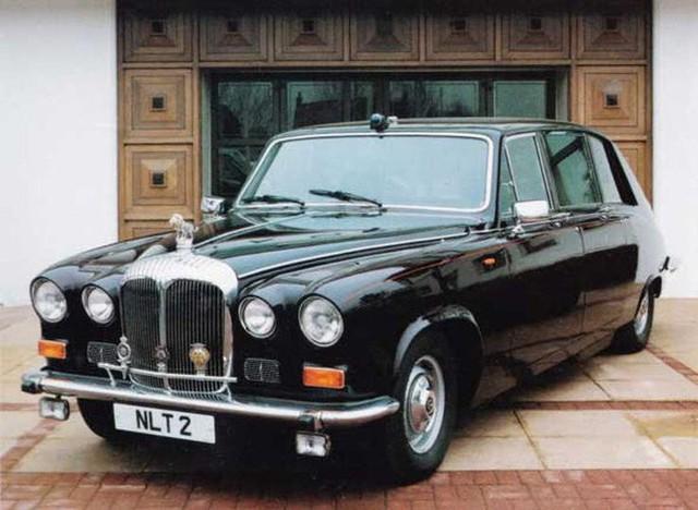 Có một sự thật bất ngờ là Nữ hoàng không có bằng lái xe nhưng bộ sưu tập xe hơi của bà khiến nhiều người phải choáng ngợp - Ảnh 18.