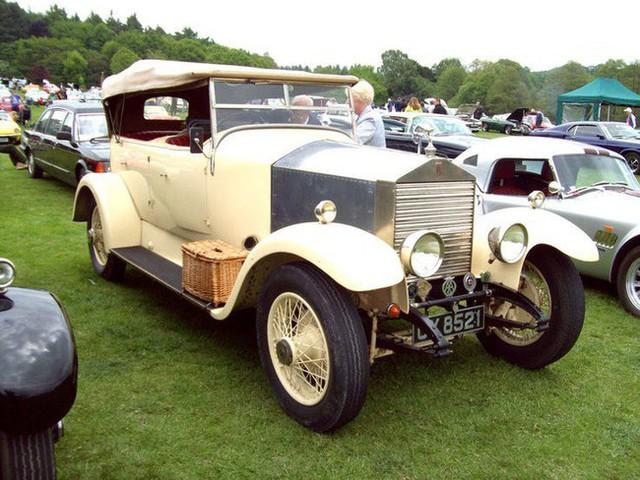 Có một sự thật bất ngờ là Nữ hoàng không có bằng lái xe nhưng bộ sưu tập xe hơi của bà khiến nhiều người phải choáng ngợp - Ảnh 20.