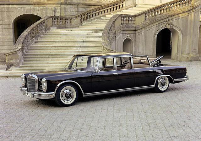 Có một sự thật bất ngờ là Nữ hoàng không có bằng lái xe nhưng bộ sưu tập xe hơi của bà khiến nhiều người phải choáng ngợp - Ảnh 4.