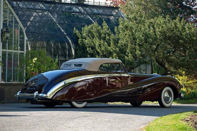 Có một sự thật bất ngờ là Nữ hoàng không có bằng lái xe nhưng bộ sưu tập xe hơi của bà khiến nhiều người phải choáng ngợp - Ảnh 7.