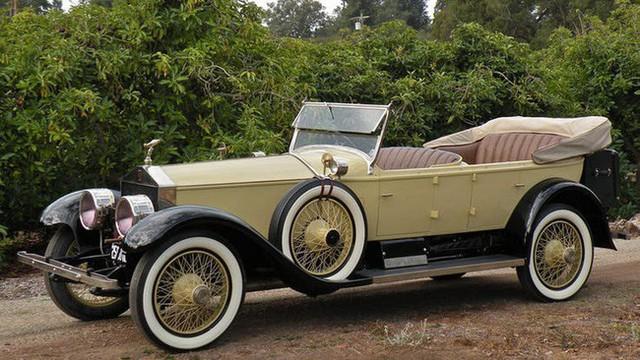 Có một sự thật bất ngờ là Nữ hoàng không có bằng lái xe nhưng bộ sưu tập xe hơi của bà khiến nhiều người phải choáng ngợp - Ảnh 10.