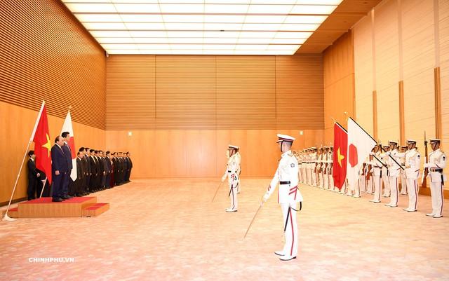 Lễ đón Thủ tướng Nguyễn Xuân Phúc thăm Nhật Bản - Ảnh 1.