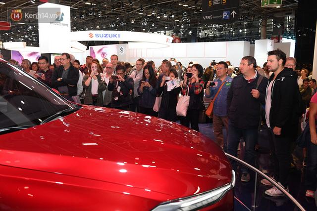 Người Việt tại Pháp tự hào và tràn đầy kỳ vọng khi sờ tận tay 2 mẫu xe của VinFast - Ảnh 9.