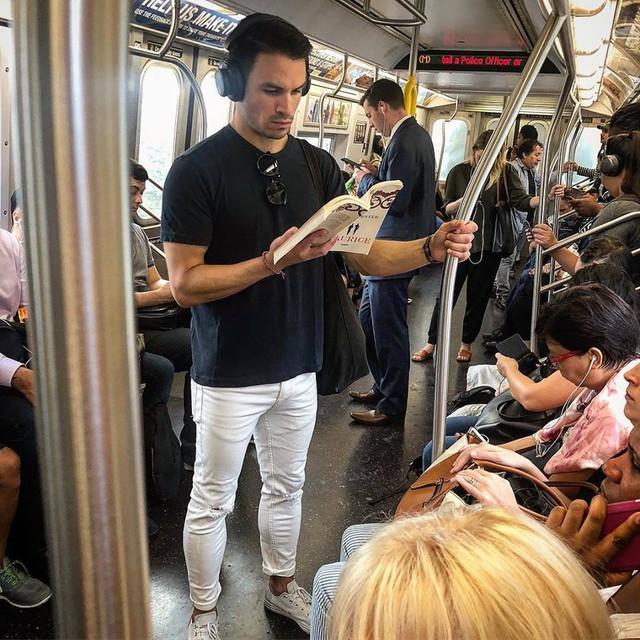 Bí kíp đơn giản mà hiệu quả để mọt sách có thể đọc tới 52 cuốn sách một năm - Ảnh 1.
