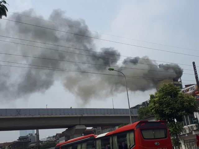 Cháy quán Karaoke trên phố Hào Nam: Do chủ nhà đốt vàng mã ngày mùng 1 - Ảnh 1.