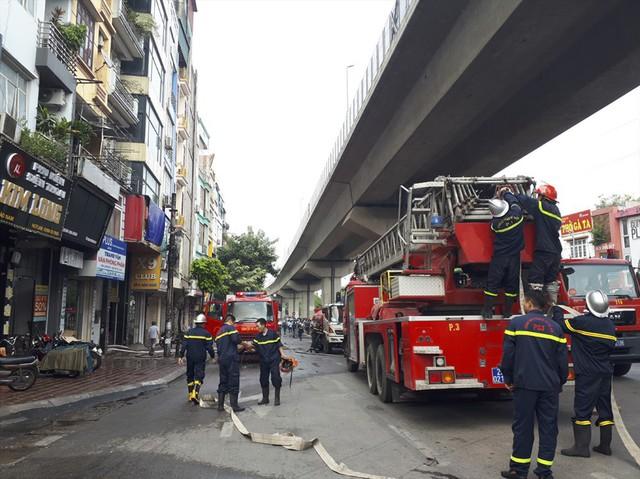 Cháy quán Karaoke trên phố Hào Nam: Do chủ nhà đốt vàng mã ngày mùng 1 - Ảnh 2.