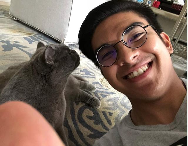 Chân dung bộ trưởng trẻ nhất châu Á: đẹp trai, mê mèo, thích Instagram và cũng phản ứng gắt trên mạng xã hội như ai - Ảnh 5.