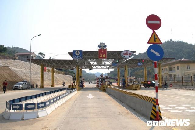 Ảnh: Tuyến đường BOT nghìn tỷ đồng cắt núi nối Hà Nội - Hòa Bình trước ngày thông xe - Ảnh 8.