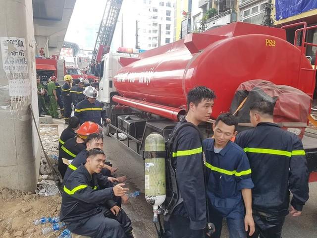 Cháy quán Karaoke trên phố Hào Nam: Do chủ nhà đốt vàng mã ngày mùng 1 - Ảnh 9.