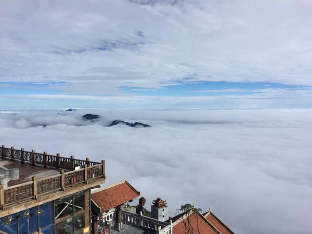Băng giá xuất hiện trên đỉnh Fansipan, du khách thích thú tạo dáng chụp ảnh - Ảnh 6.