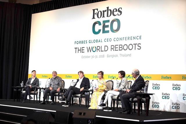Trên diễn đàn quốc tế, nữ tỷ phú Việt nói gì với 400 CEO và nhà lãnh đạo toàn cầu - Ảnh 3.
