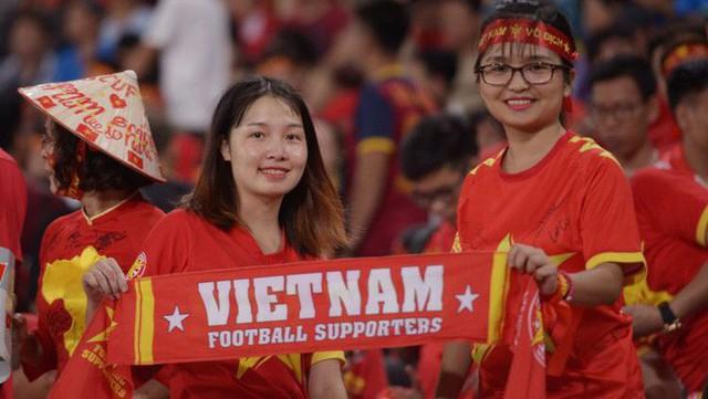 Báo Indonesia ngưỡng mộ, lấy fan Việt Nam làm tấm gương sáng, kêu gọi fan Indo học tập - Ảnh 1.