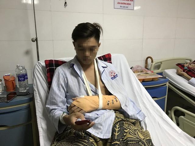 Vụ chặt tay tài xế ô tô: Nạn nhân bị đứt động mạch, máu phun không ngừng khi vào bệnh viện - Ảnh 2.