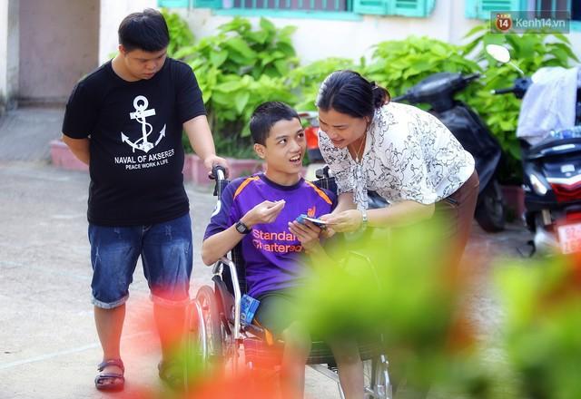 Chuyện của má Loan và những đứa con đặc biệt: Từ bỏ giảng đường, vào Hội An chăm sóc trẻ mồ côi khuyết tật - Ảnh 12.