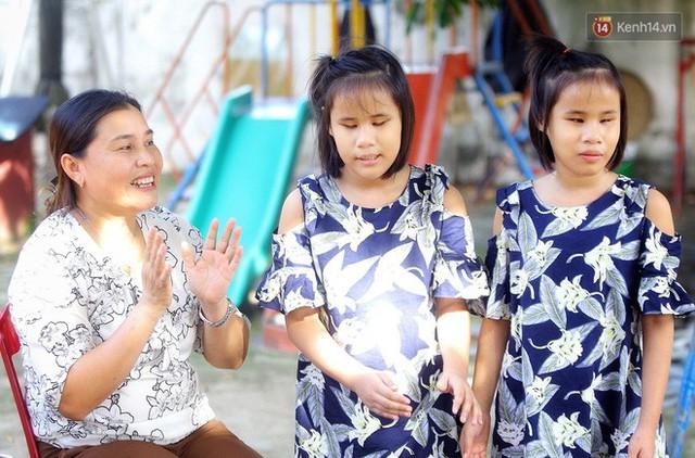 Chuyện của má Loan và những đứa con đặc biệt: Từ bỏ giảng đường, vào Hội An chăm sóc trẻ mồ côi khuyết tật - Ảnh 14.