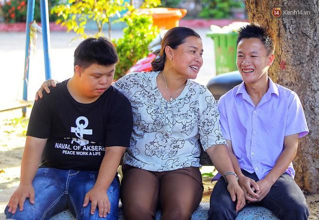 Chuyện của má Loan và những đứa con đặc biệt: Từ bỏ giảng đường, vào Hội An chăm sóc trẻ mồ côi khuyết tật - Ảnh 15.