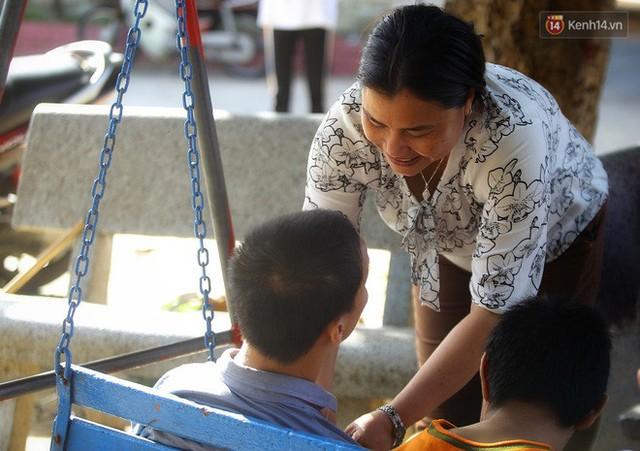 Chuyện của má Loan và những đứa con đặc biệt: Từ bỏ giảng đường, vào Hội An chăm sóc trẻ mồ côi khuyết tật - Ảnh 16.