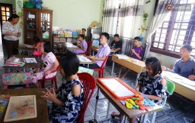 Chuyện của má Loan và những đứa con đặc biệt: Từ bỏ giảng đường, vào Hội An chăm sóc trẻ mồ côi khuyết tật - Ảnh 3.