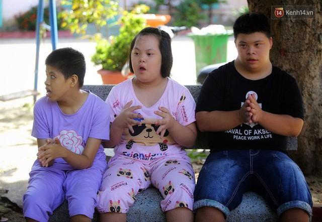 Chuyện của má Loan và những đứa con đặc biệt: Từ bỏ giảng đường, vào Hội An chăm sóc trẻ mồ côi khuyết tật - Ảnh 9.