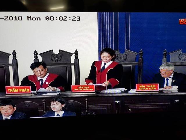 Công bố cáo trạng truy tố ông Phan Văn Vĩnh: Ông trùm đánh bạc khai biếu hàng chục tỷ đồng - Ảnh 2.
