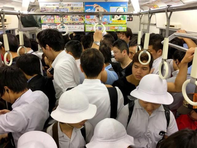 Bí quyết dạy con tính kỷ luật của người Nhật: Cách trẻ cư xử phụ thuộc vào phản ứng của cha mẹ, đừng bao giờ khiển trách, trừng phạt con ở chỗ đông người - Ảnh 1.