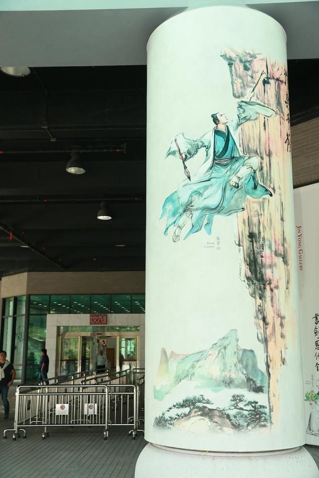 Tang lễ nhà văn Kim Dung: Lưu Đức Hoa, Huỳnh Hiểu Minh cùng dàn nghệ sĩ gửi hoa trắng rợp trời - Ảnh 21.