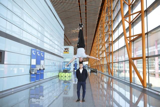 Anh em Quốc Cơ - Quốc Nghiệp tập luyện ngay tại sân bay, đã có mặt tại Ý để xác lập kỉ lục Guiness - Ảnh 6.
