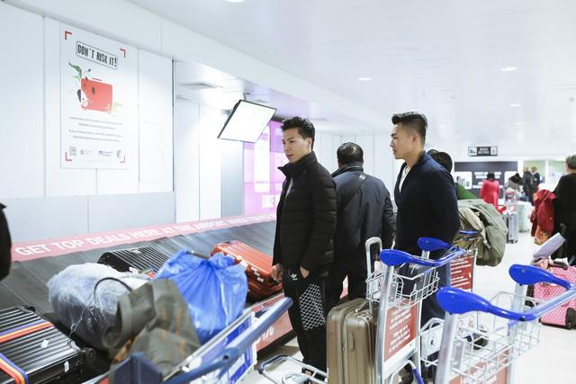 Anh em Quốc Cơ - Quốc Nghiệp tập luyện ngay tại sân bay, đã có mặt tại Ý để xác lập kỉ lục Guiness - Ảnh 7.