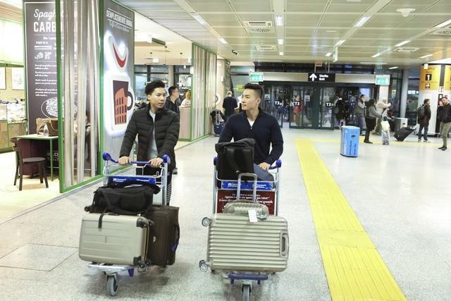 Anh em Quốc Cơ - Quốc Nghiệp tập luyện ngay tại sân bay, đã có mặt tại Ý để xác lập kỉ lục Guiness - Ảnh 8.