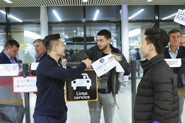 Anh em Quốc Cơ - Quốc Nghiệp tập luyện ngay tại sân bay, đã có mặt tại Ý để xác lập kỉ lục Guiness - Ảnh 9.