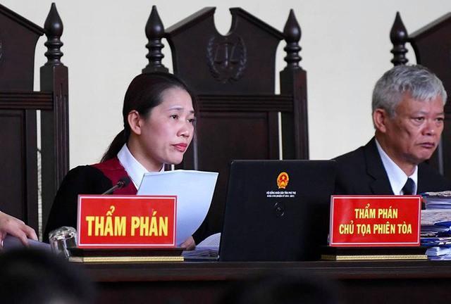 Nữ chủ tọa xử vụ ông Phan Văn Vĩnh: Bị cáo không phải chào Hội đồng xét xử - Ảnh 2.