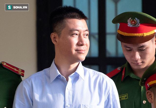 Cựu tướng Nguyễn Thanh Hóa tươi cười, ông Phan Văn Vĩnh liên tục đọc cáo trạng 235 trang - Ảnh 13.
