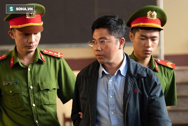 Cựu tướng Nguyễn Thanh Hóa tươi cười, ông Phan Văn Vĩnh liên tục đọc cáo trạng 235 trang - Ảnh 15.